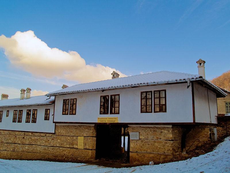 Манастир в Етрополе