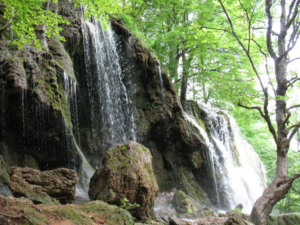 Водопад в Етрополе