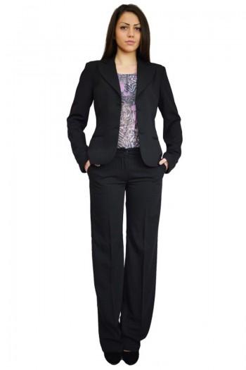 дамски бизнес костюм от две чатсти- вечно незаменим и неостаряващ