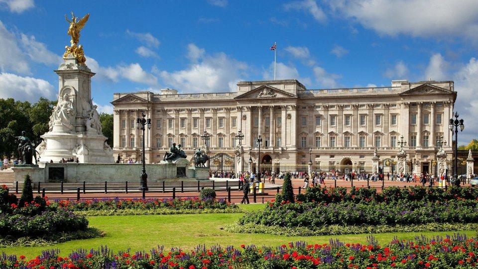Бъкингамският дворец- красив и величествен
