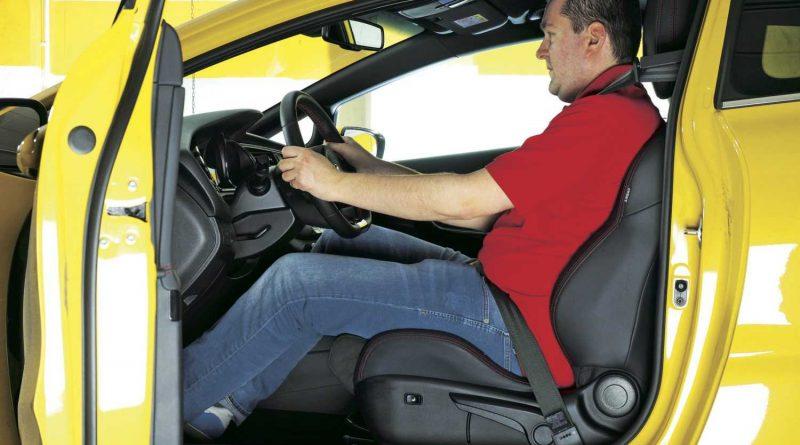 Правилна стойка при шофиране