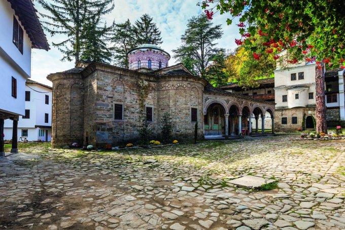 Троянския манастир до град Троян